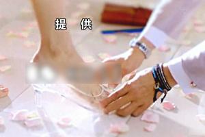 フジテレビドラマ「ラストシンデレラ」の提供クレジット背景に登場した履けるガラスの靴。