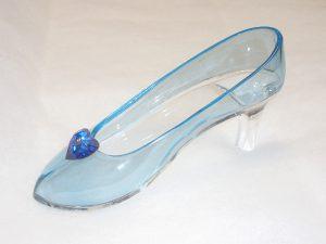 淡いブルーのガラスの靴