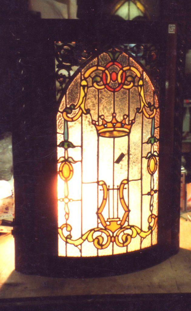 アンティークの曲面窓