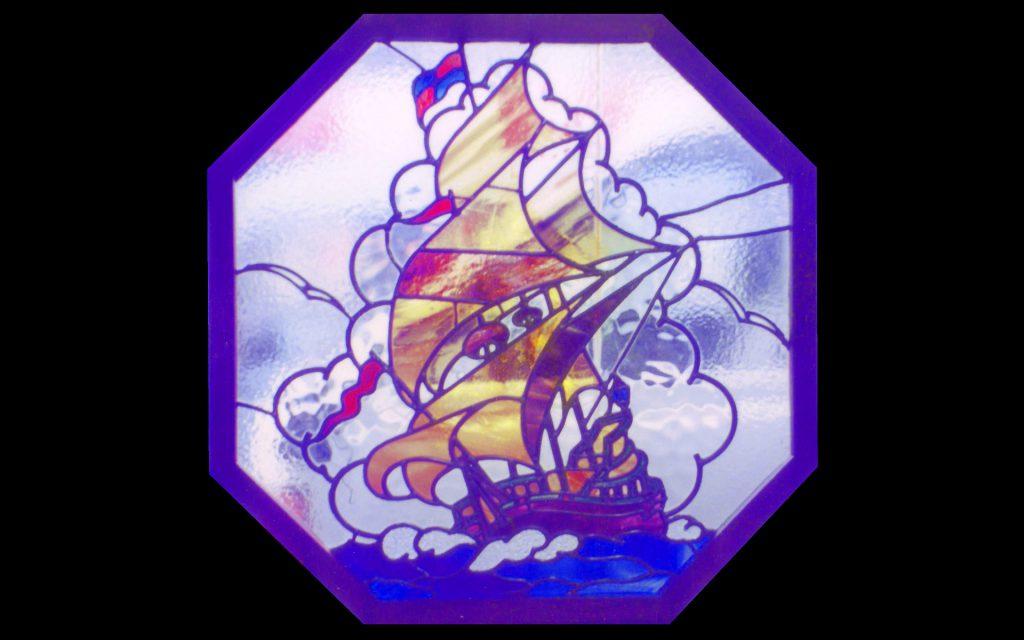 帆船のステンドグラス