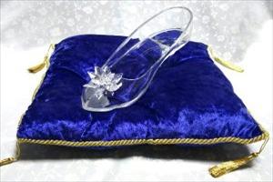ガラスの靴の通販なら【はせがわガラス株式会社】~専用のクッション・展示ケースも販売~
