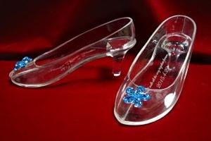 ガラスの靴をサプライズのプレゼントに選ぶなら【はせがわガラス株式会社】へ!