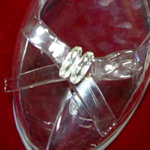女性を美しく見せる「ガラスの靴」~展示ケースやフルオーダーのガラスの靴を通販でお届け~